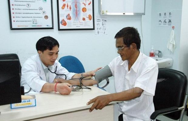 Des medecins vietnamiens soignent gratuitement des Cambodgiens pauvres hinh anh 1