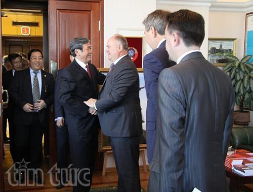 Une delegation du PCV en visite en Russie hinh anh 1