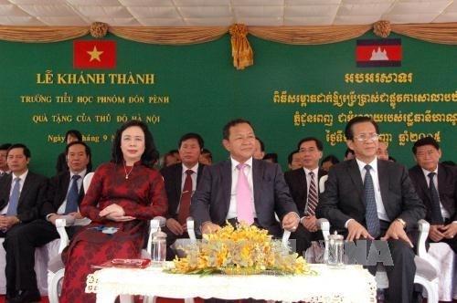 Le Cambodge inaugure l'ecole financee par la ville de Hanoi hinh anh 1