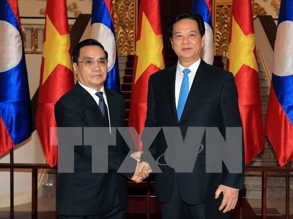 Entretien entre les deux PM vietnamien et laotien hinh anh 1