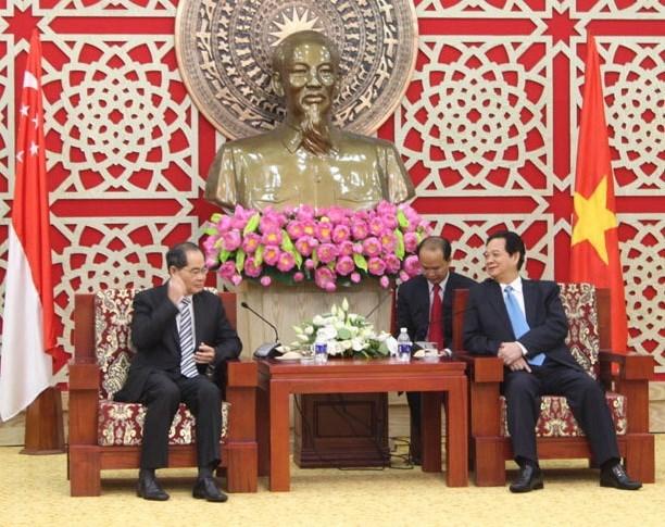 Le PM Nguyen Tan Dung recoit le ministre singapourien du Commerce et de l'Industrie hinh anh 1