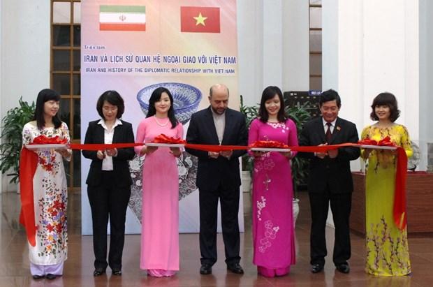 Exposition photographique sur les relations diplomatiques entre le Vietnam et l'Iran hinh anh 1