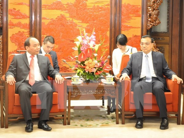 Le vice-PM Nguyen Xuan Phuc rencontre le PM chinois hinh anh 1
