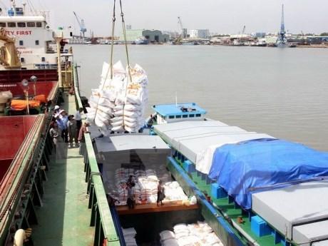 Le Vietnam exportera 450.000 tonnes de riz aux Philippines hinh anh 1