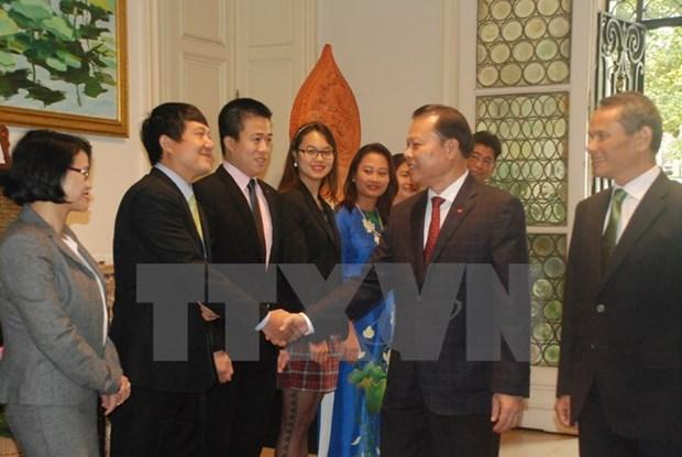 Le vice-Premier ministre Vu Van Ninh se rend a l'ambassade du Vietnam en Belgique hinh anh 1
