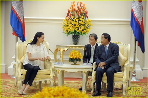 Le PM cambodgien soutient un long-metrage sur les Khmers rouges d'Angelina Jolie hinh anh 1