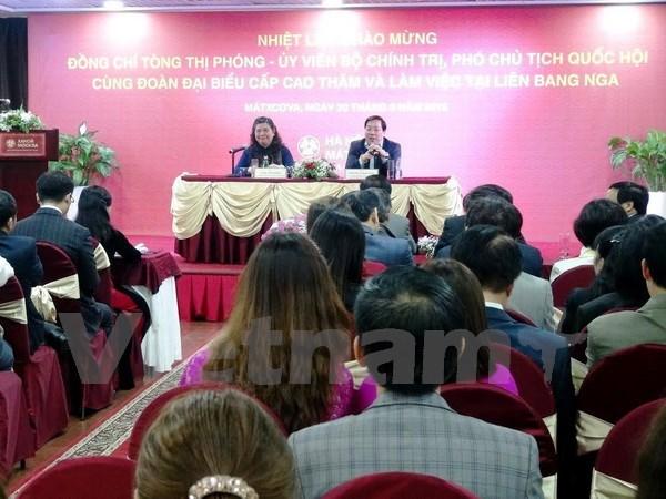 Tong Thi Phong rencontre la communaute des Vietnamiens en Russie hinh anh 1