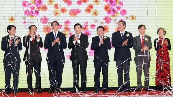 Le chef de l'Etat a l'inauguration du Centre commercial SC VivoCity hinh anh 1