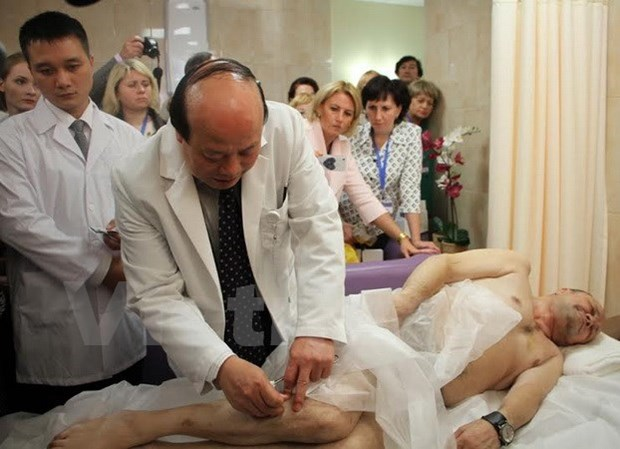 Colloque sur l'acupuncture vietnamienne a Moscou hinh anh 1