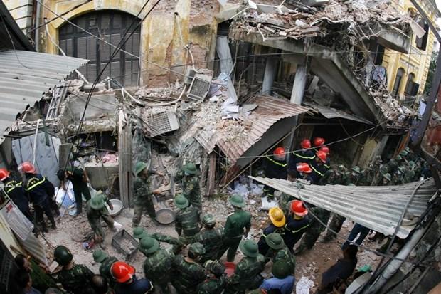 Hanoi : une maison ancienne s'effondre au centre-ville, deux morts hinh anh 3