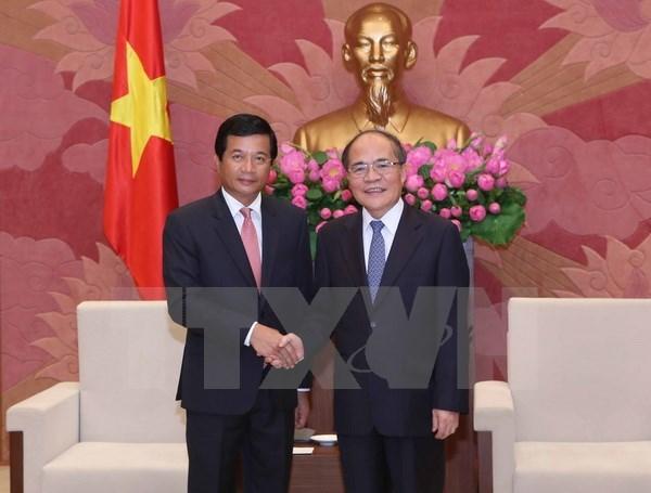 Le president de l'AN vietnamienne recoit l'ambassadeur du Laos hinh anh 1