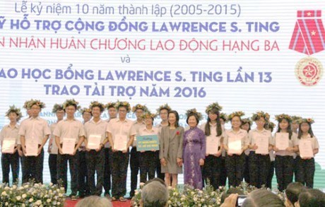 Fonds Lawrence S. Ting, dix ans a financer les jeunes talents hinh anh 1