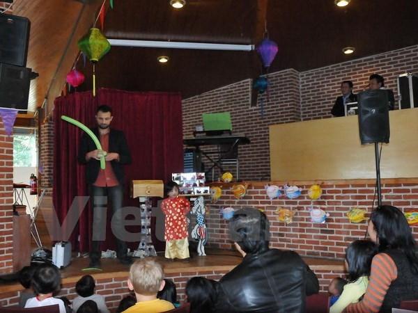 Les Vietnamiens a l'etranger celebrent la Fete de la mi-automne hinh anh 1
