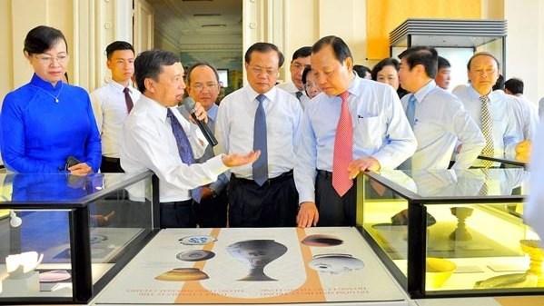 Exposition d'objets de la citadelle de Thang Long a Ho Chi Minh-Ville hinh anh 1