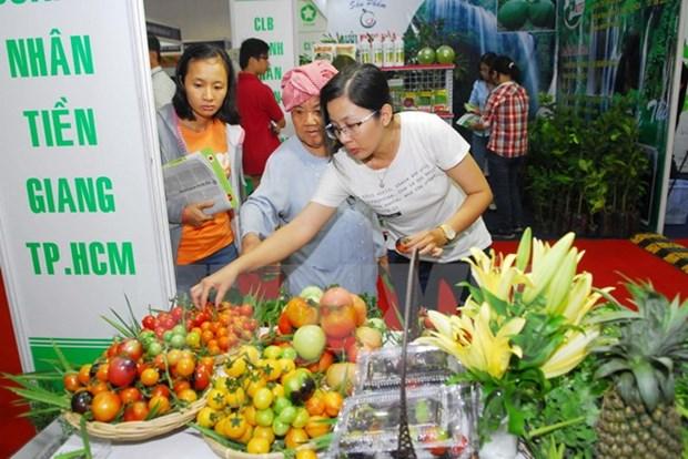 Une centaine d'entreprises a la foire des produits agricoles 2015 hinh anh 1