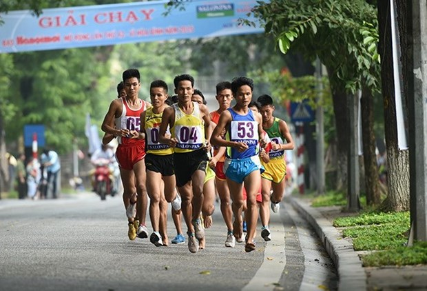 Plus de 1.300 participants a la course du journal Hanoi Moi hinh anh 1