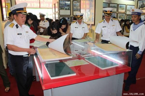 Des documents sur la souverainete maritime du Vietnam exposes a Hoa Binh hinh anh 1