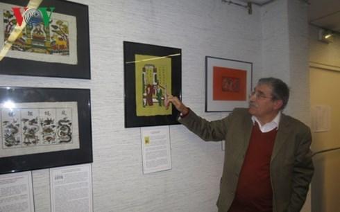 Presentation d'une collection d'estampes populaires de Dong Ho a Paris hinh anh 1