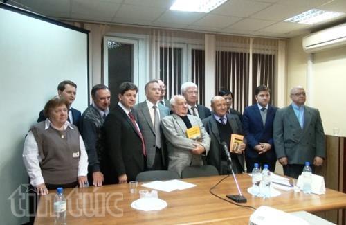 Presentation d'un ouvrage sur le Vietnam en Russie hinh anh 1