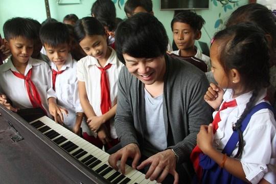 Le chanteur Thanh Bui, ambassadeur de bonne volonte de l'ONU hinh anh 1