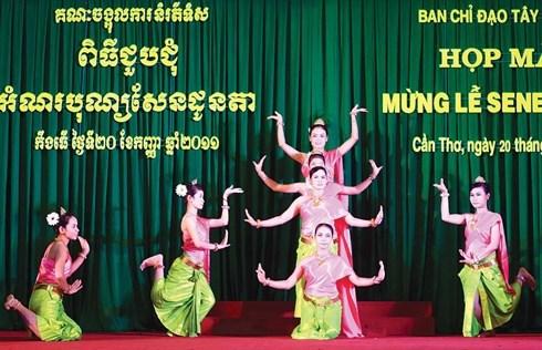 Fete Sene Dolta : meilleurs vœux aux Khmers de Vinh Long et de Kien Giang hinh anh 1