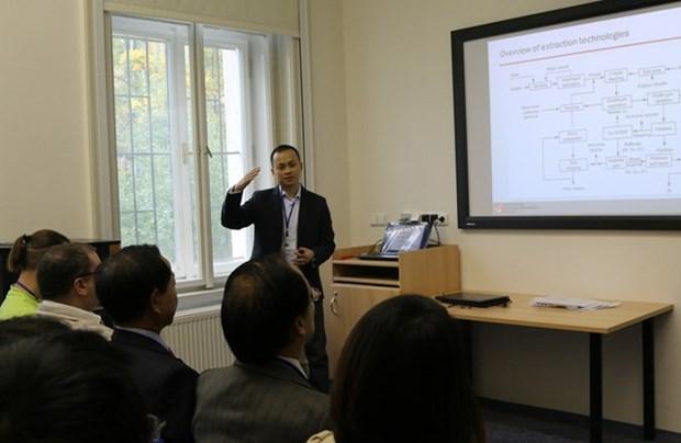 En R. tcheque, les recherches scientifiques interessent les etudiants vietnamiens hinh anh 1