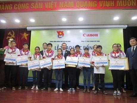 Canon Vietnam : des bourses d'edudes aux eleves demunis hinh anh 1