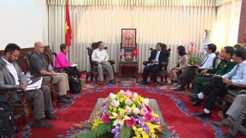 Deminage : une delegation americaine en visite a Quang Tri hinh anh 1