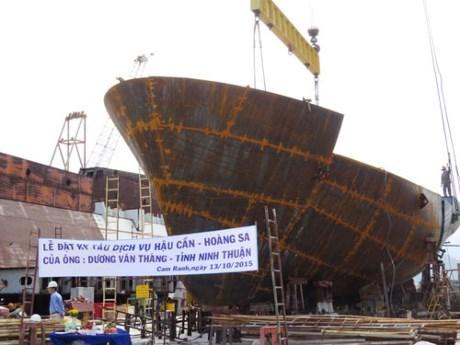 Construction du premier bateau a coque en acier pour un pecheur de Ninh Thuan hinh anh 1