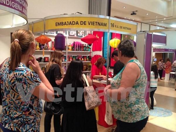 Le Vietnam present a la 5e foire de l'artisanat du Mercosur hinh anh 1