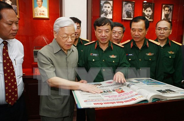 Le Journal ''Quan doi nhan dan'' souffle ses 65 bougies hinh anh 1