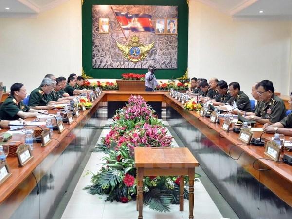 Vietnam-Cambodge : volonte commune de resserrer la cooperation dans la defense hinh anh 1