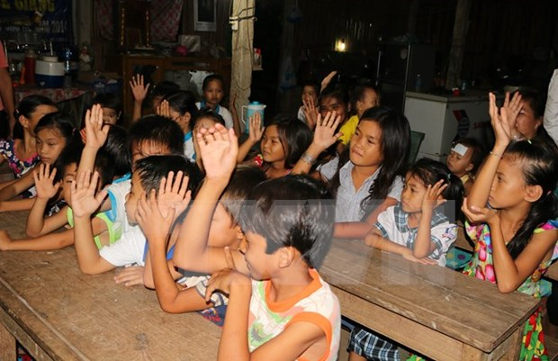 Des lunettes pour des personnes agees et des enfants de Binh Phuoc hinh anh 1
