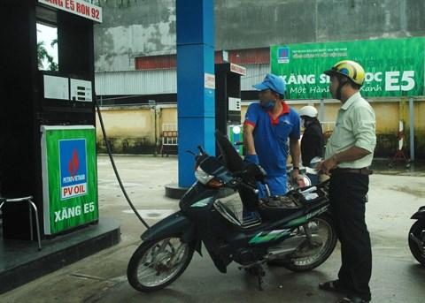 La moitie des stations-service vendront de l'essence bio E5 a partir du 1er decembre hinh anh 1