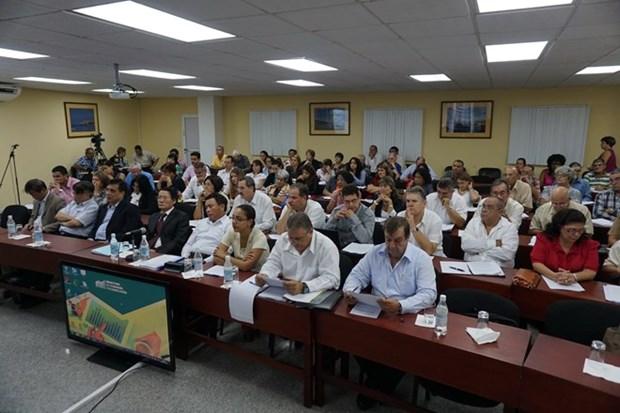 Echange d'experiences sur le processus du Renouveau du Vietnam a Cuba hinh anh 1