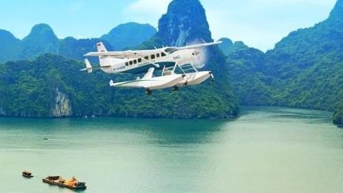 Tours d'hydravion a Ha Long: 3.500 passagers en un an hinh anh 1