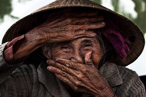 «La plus belle vieille femme du monde» a Hoi An hinh anh 1