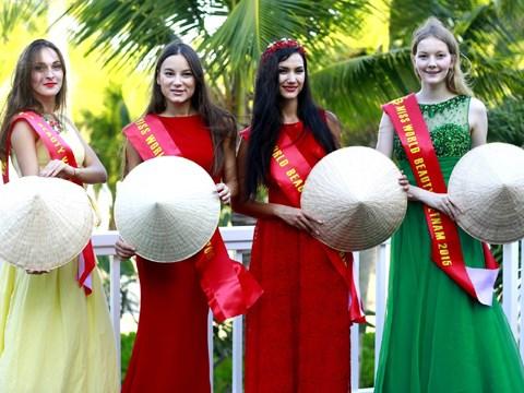 Des belles de huit pays de la CEI arrivent a Da Nang hinh anh 1