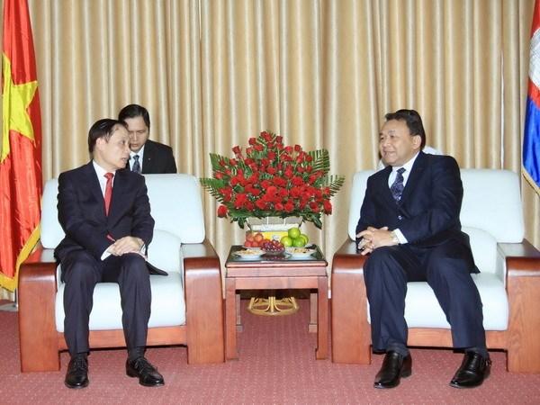 Le Vietnam salue la 62e fete nationale du Cambodge hinh anh 1