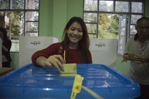 Les electeurs birmans aux urnes pour les legislatives hinh anh 1