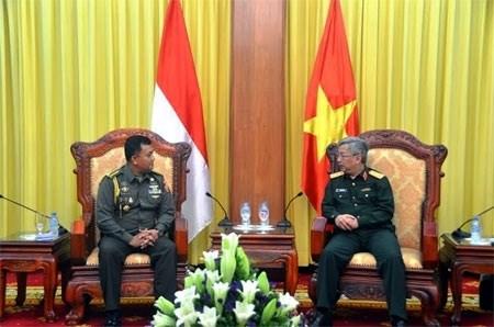 Le general Nguyen Chi Vinh recoit un attache militaire indonesien hinh anh 1