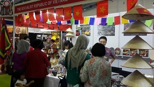 La 48e Foire caritative internationale en Indonesie hinh anh 1