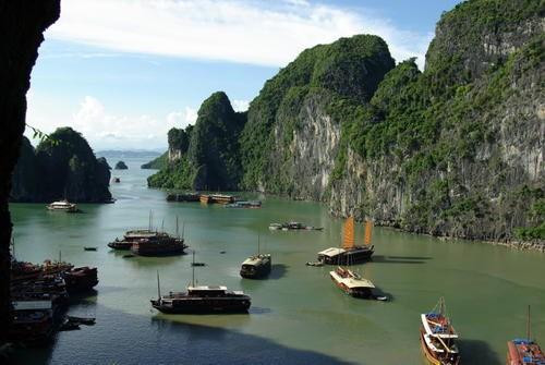 La baie d'Ha Long dans le top 10 des cotes les plus impressionnantes de la planete hinh anh 1