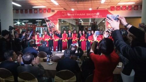 Ouverture de la foire-expo des produits vietnamiens de haute qualite en Russie hinh anh 1