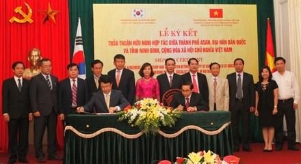 Signature de l'Accord d'amitie et de cooperation entre Asan et Ninh Binh hinh anh 1