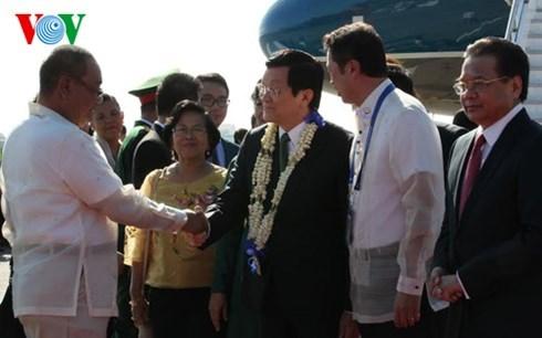 Truong Tan Sang arrive a Manille pour participer au 23e Sommet de l'APEC hinh anh 1