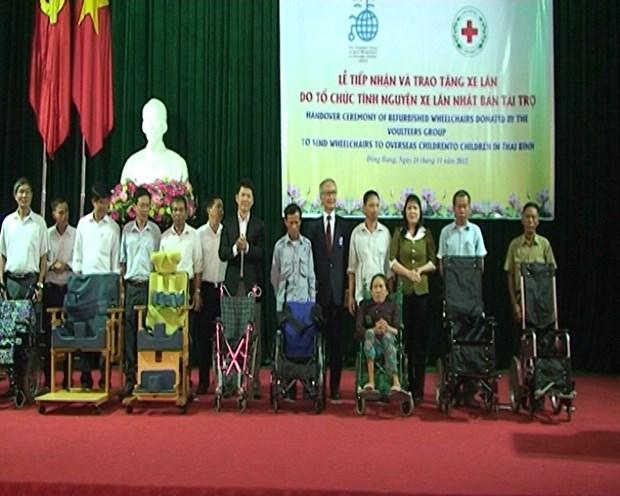 Des fauteuils roulants du Japon offerts aux handicapes de Thai Binh hinh anh 1
