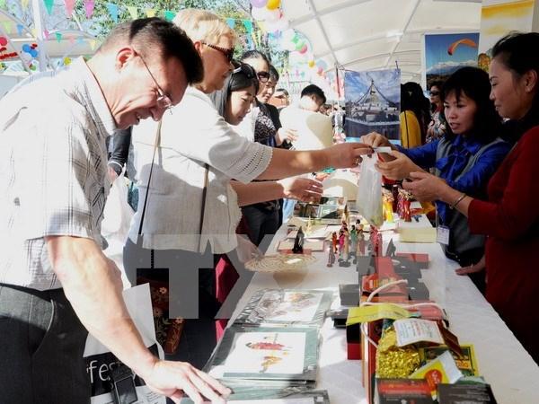 L'artisanat vietnamien present a la foire caritative Bazaar 2015 au Pakistan hinh anh 1