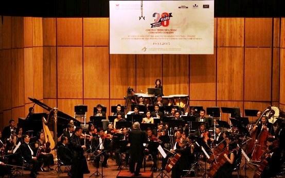 Concert pour celebrer l'etablissement des relations diplomatiques Vietnam – Etats-Unis a HCM-Ville hinh anh 1