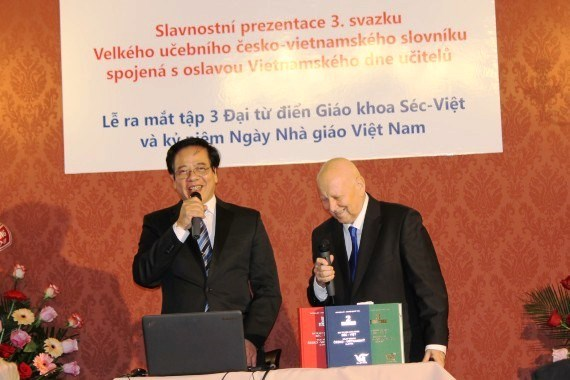 Publication du 3e volume du grand dictionnaire tcheque-vietnamien hinh anh 1